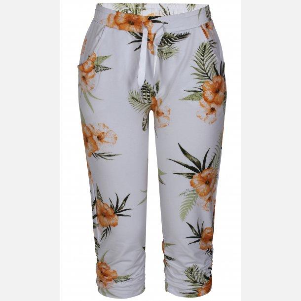 Ze-Ze  Capri Sweatpants
